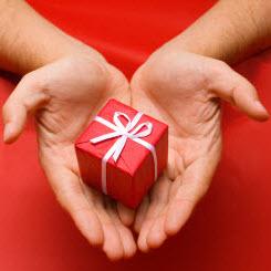 geschenk-herz-reduz-shutterstock_2157596